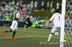 Osvaldo Alonso's acrobatic goal in the 69th minute gave the Seattle Sounders a 1-0 lead over the Portland Timbers. Photo: Brandon Bleek for Prost Amerika