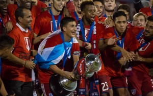 Mauro Diaz prepares to lift the Lamar Hunt US Open Cup trophy with his FC Dallas teammates. Photo: FC Dallas