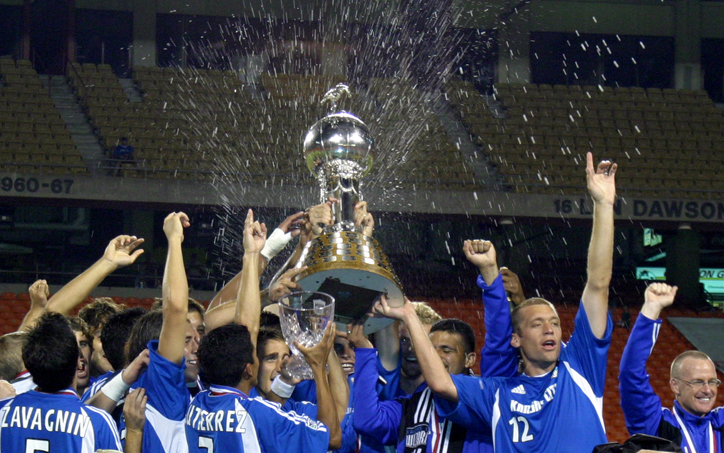 The Kansas City Wizards celebrate lift the Dewar Trophy after winning the 2004 Lamar Hunt US Open Cup. Photo: Sporting Kansas City