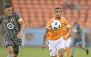 Mauro Manotas of the Houston Dynamo runs down a ball against Minnesota United in the 2018 US Open Cup. Photo: Houston Dynamo