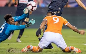 Mauro Manotas of the Houston Dynamo heads in the first goal of the 2018 US Open Cup Final from his knees in a 3-0 win over the Philadelphia Union. Photo: Houston Dynamo
