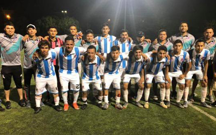 CD Huateras poses for a team photo before the club's 2020 US Open Cup qualifying match vs. FC Millenium. Photo: CD Huateras